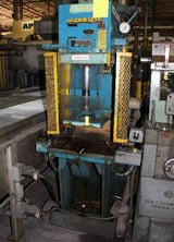 "Image for 8 Ton, Hannifin #OG-FB8-2-2-P87, hydraulic C-frame press, 1925 psi, 22"" x15"" bed, #10922"